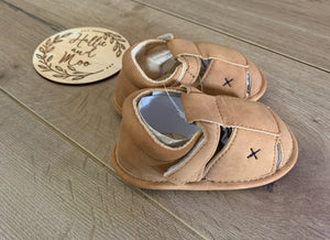 Soft brown sandals / shoes