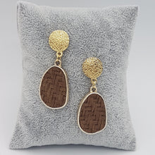 Load image into Gallery viewer, Criss Cross Brown Earrings