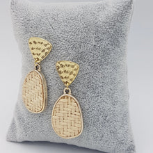 Load image into Gallery viewer, Criss Cross Cream Earrings