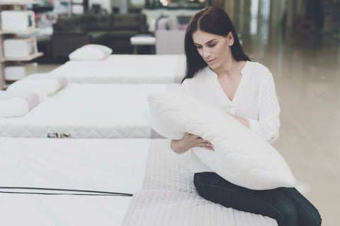 Woman shopping for a down pillow | Mediflow