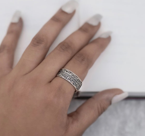 Design Bordered Finger Ring