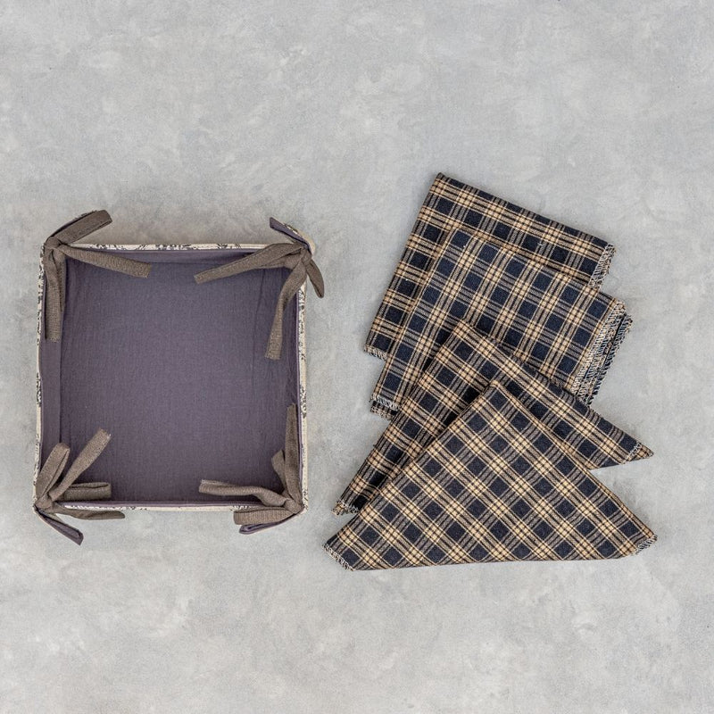 Checkers -  Bread basket with  12 Napkins
