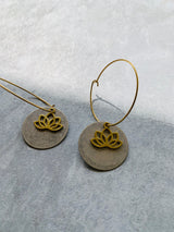 Antique tone  Silver Disc and Lotus