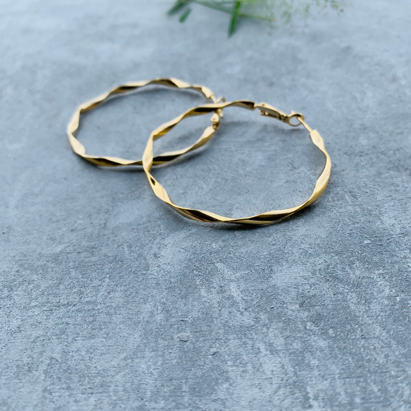 Wavy gold hoop - large