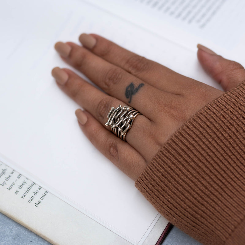 The crosslinked  Nails Finger ring