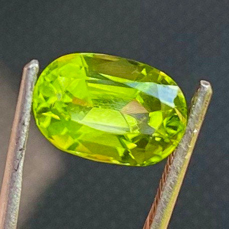 4.65 CT Peridot, VVS - IF intense Green Color, Super Clean Gemstone From Pakistan