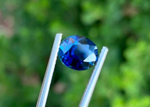 1.69 CT Unheated Royal Blue Sapphire, Flawless IF Clarity, Oval Cut, Deep Blue Color Gemstone, Perfect For Engagement Rings.