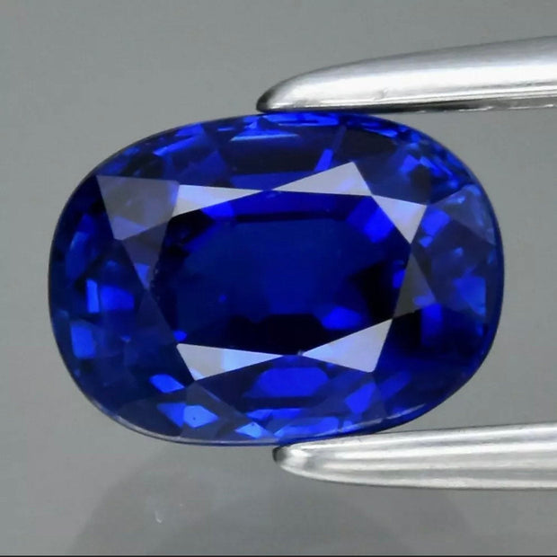 1.10 CT Royal Blue Sapphire, GRA Certified, VVS Clean, Oval Cut, perfect for engagement rings.