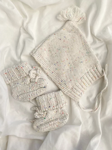 Load image into Gallery viewer, Vanilla Speckles Bonnet & Booties Set
