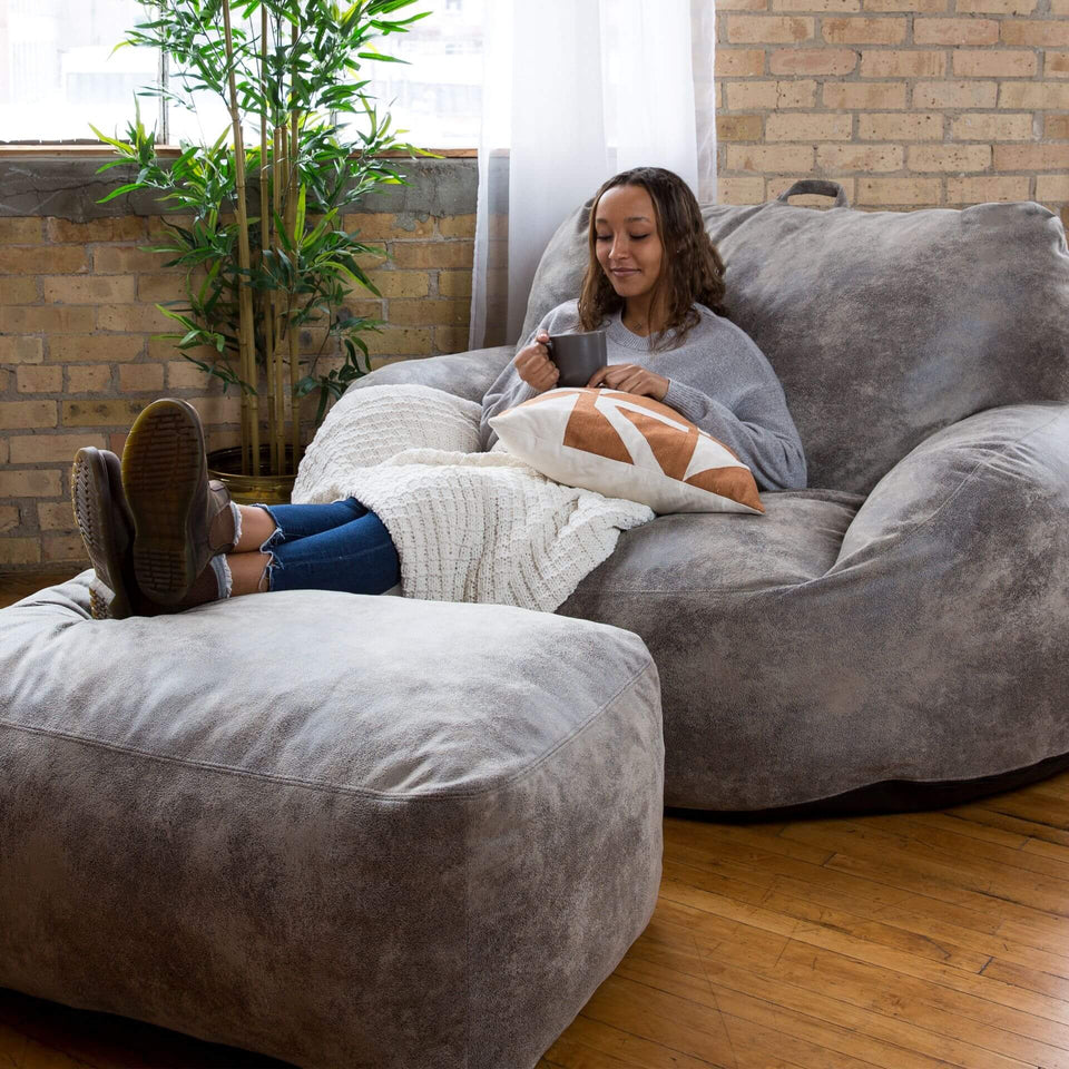 Nestle Loveseat