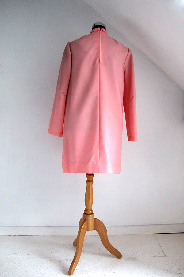 seventies vintage pink dress back view with lapped zipper and hook closure