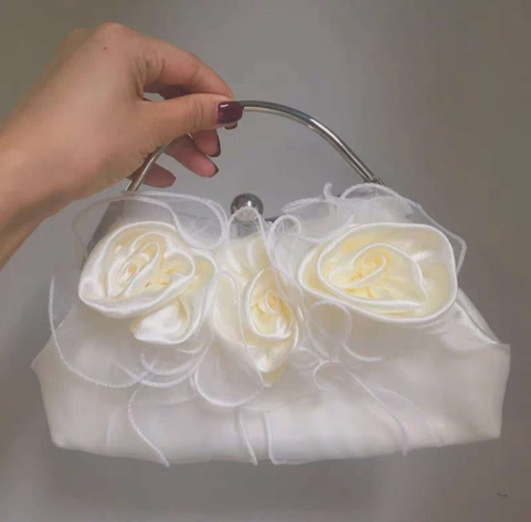 Three roses handbag with pearl chain