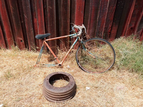 RUSTY VINTAGE ROAD BIKE FRAME WITH ONE WHEEL SINGLE UNIT