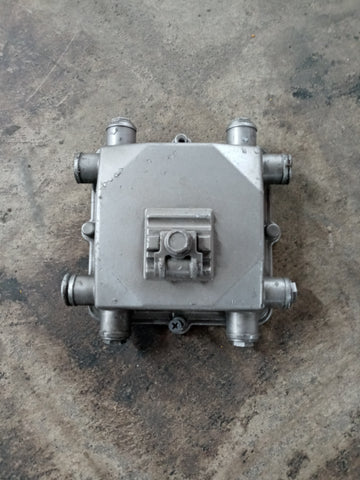 SQUARE MOUNTABLE CAST MANIFOLD SINGLE UNIT
