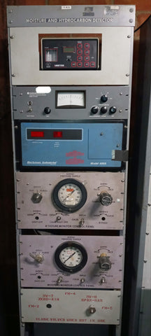 MOISTURE AND HYDRO CARBON GAUGE KNOB LABORATORY ELECTRICAL SCI-FI DETECTOR PANEL TEST STAND SINGLE UNIT