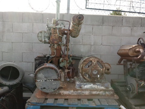 INDUSTRIAL FIELD ELECTRIC VINTAGE COMPRESSOR GENERATOR MACHINE RUSTY SINGLE UNIT