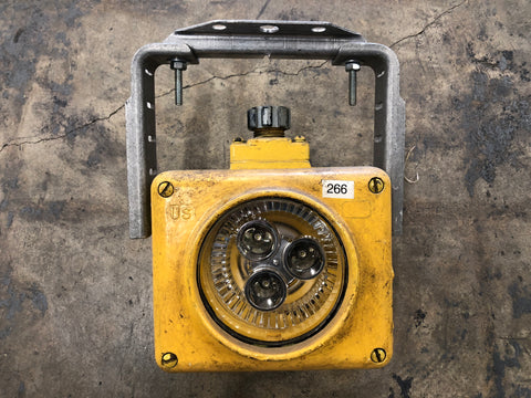 NAVY SHIP MOUNTED YELLOW WORK LIGHT INDUSTRIAL SINGLE UNIT