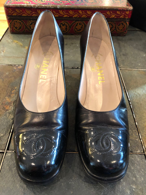 Authentic CC Chanel Vintage Patent Cap Toe Heel 38.5 Shoe Pump