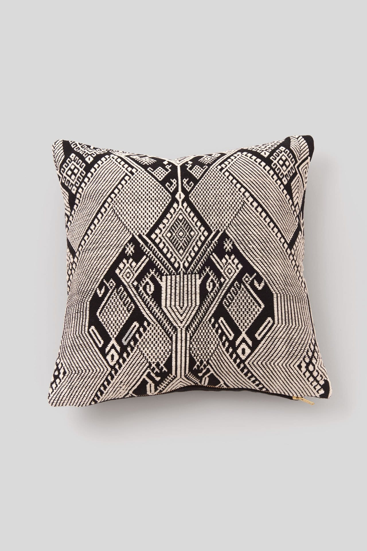 BROCADO QUETZAL BLACK PILLOW