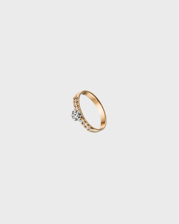 Liekki Ring 1 x 0,18 ct, 6 x 0,025 ct – Kalevala Jewelry