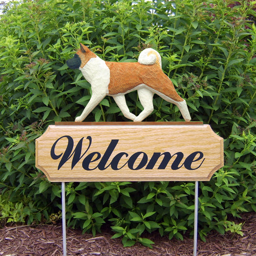Akita Dog in Gait Yard Welcome Stake Fawn