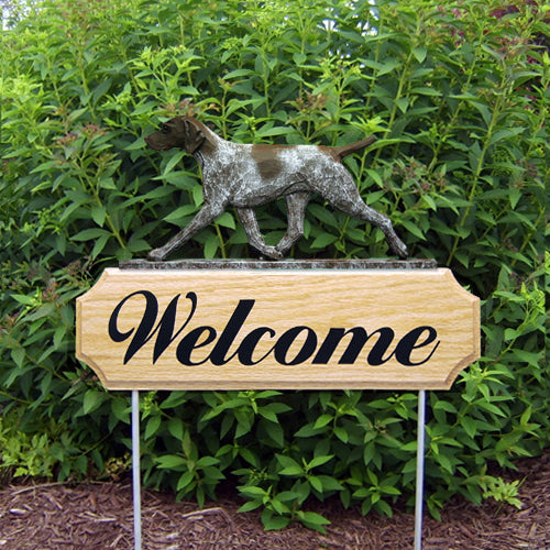German Shorthaired Pointer Dog in Gait Yard Welcome Stake
