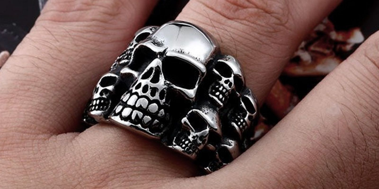 how-do-you-wear-a-skull-ring