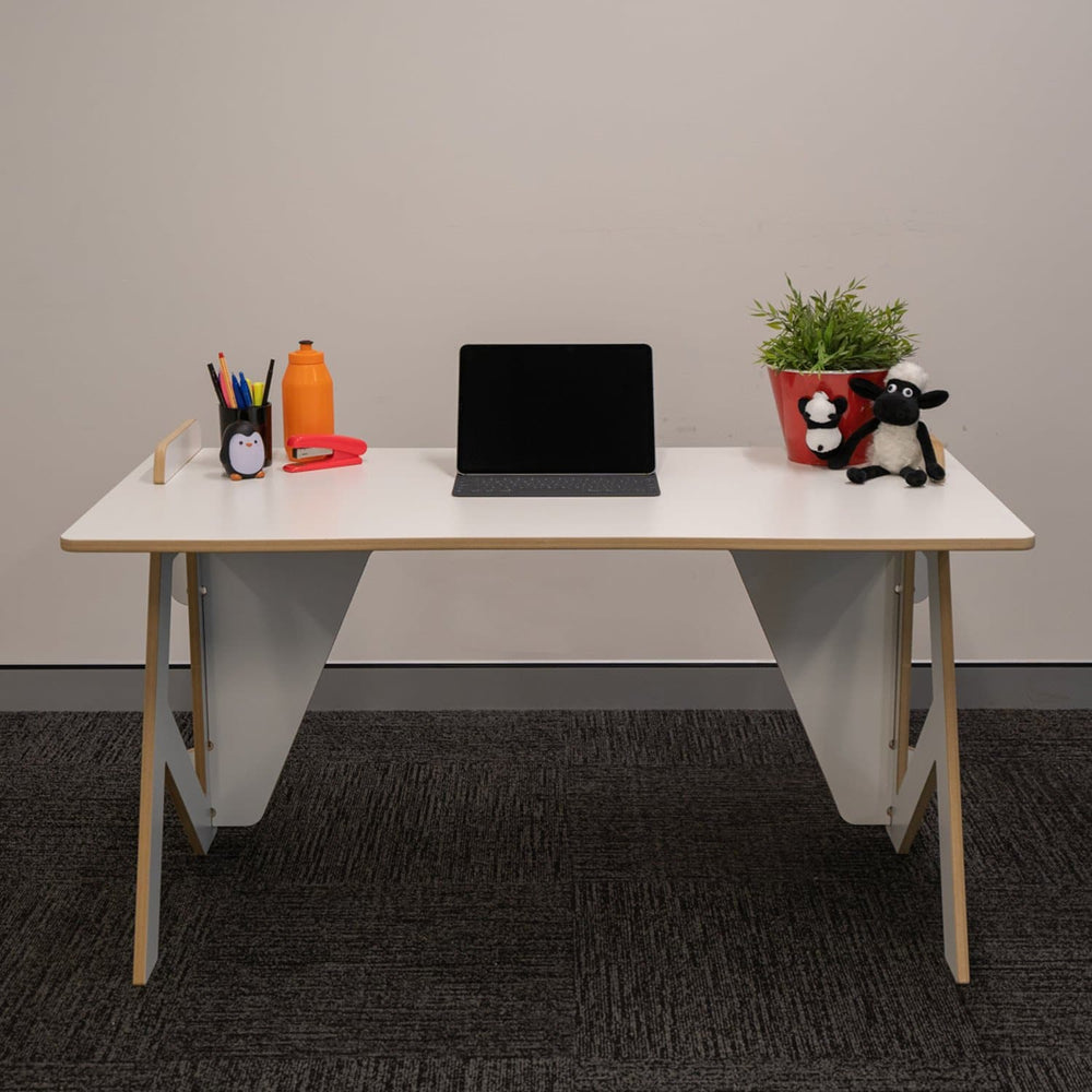 Children desk (4883753566253)