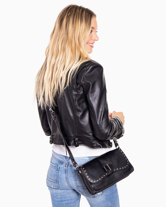 Happy hour crossbody - Black on model