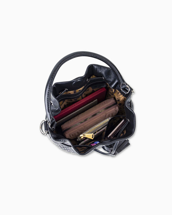 Wonderer Bucket Crossbody - interior functionality