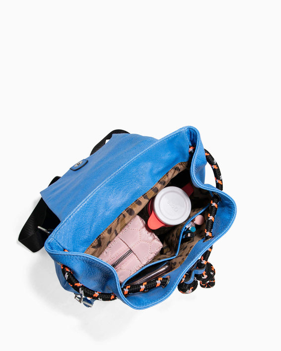 Sky High Backpack - sky blue interior functionality