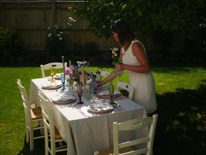 Summery tablescape. Laying a table. Garden party. Al fresco