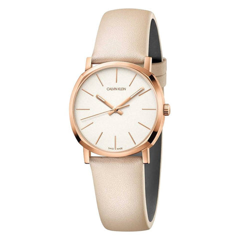 This beautiful Posh K8Q336X2 women's watch by Calvin Klein is the best bet to give that touch of unique elegance to your style. An essential in the collections of all women passionate about their accessories.