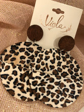 Load image into Gallery viewer, Leopard Print Wood Disc Earrings