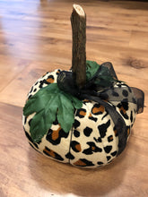 Load image into Gallery viewer, Leopard Print Pumpkin