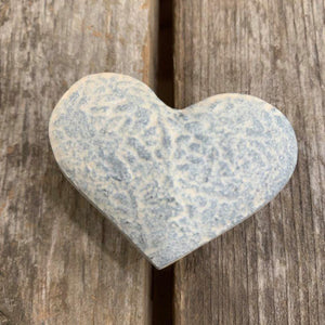 KNOB WHITE HEART DISTRESSED