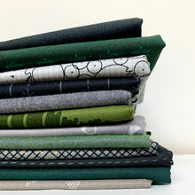 Load image into Gallery viewer, Midnight in the Forest Fat Quarter Bundle