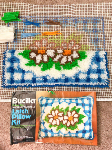 Compare your latch hooking regularly with the photograph.