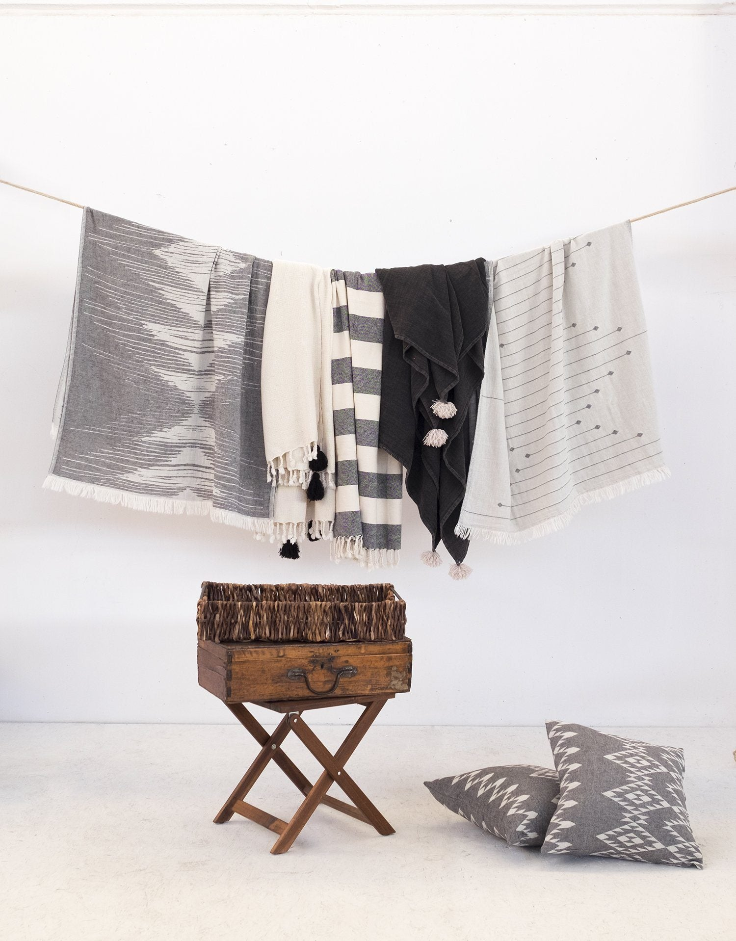 Polka Double-Sided Turkish Towel - Black & White Via Seven