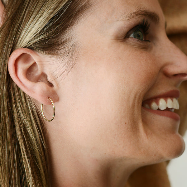 Hummingbird Hoops - 14K Gold-Filled Endless Hoop Earrings - Model 20mm Smiling | Sundree Accessories