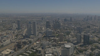 AT4K_002 Aerial 4K Tel Aviv: Tel Aviv skyline, fly back to reveal sea