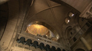 JC_004 - Christian sites in Jerusalem: Church of the Holy Sepulchre, slow pan over ceiling and inner dome