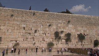 JJ_016 - Jewish sites in Jerusalem: The Western Wall slow pan right to left