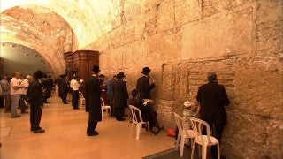 JJ_033 - Jewish sites in Jerusalem: Jews praying in synagogue adjacent to the Western Wall