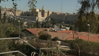 JJ_037 - Jewish sites in Jerusalem: Visitors in Yemin Moshe, Old City Wall in background