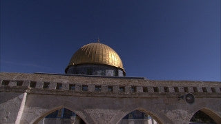 JM_032 - Muslim sites in Jerusalem: Al Aqsa, Dome of the Rock, tilt up from women praying to construction