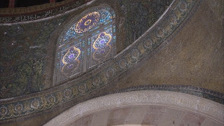 JM_044 - Muslim sites in Jerusalem: Dome of the Rock, slow camera movement on architechtural elements interior Dome of the Rock