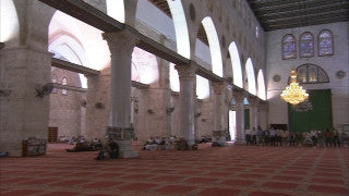 JM_046 - Muslim sites in Jerusalem: Al Aqsa, closer shot of men praying and building architechture