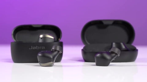 Jabra Elite 7 Pro vs Elite 75t showing the difference in sizes