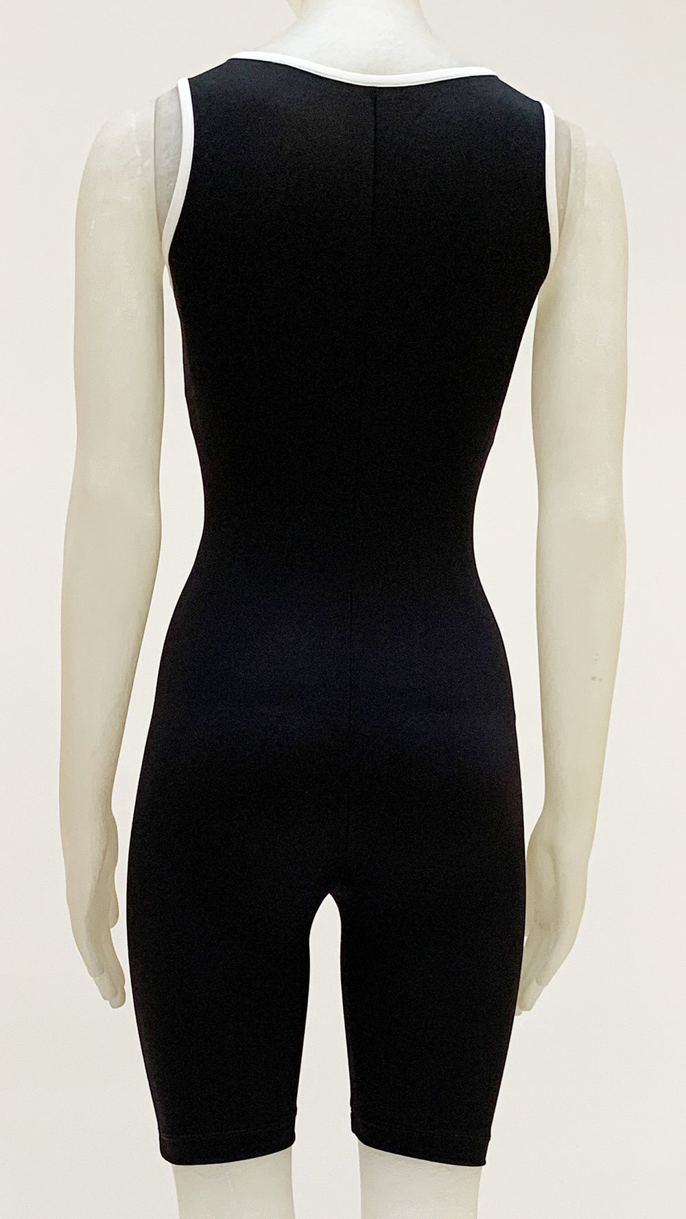 SLEEVELESS FITTED JUMPSHORT